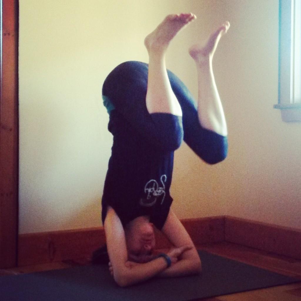 Handstand tuck
